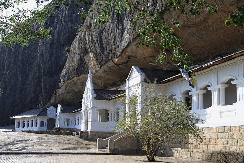 Cảnh quan bên ngoài quần thể đền thờ hang động Dambulla